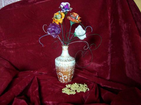 Стеклянная ваза расписанная ... макаронами.
