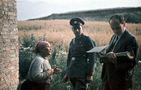 Почему Гитлер хотел истребит…