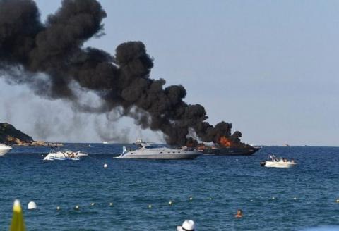 Пожар на роскошной яхте в Се…