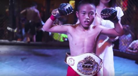«Хочу быть как МакГрегор». В Китае большой скандал из-за детских боев