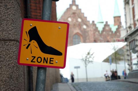 Рейтинг самых необычных и смешных дорожных знаков мира