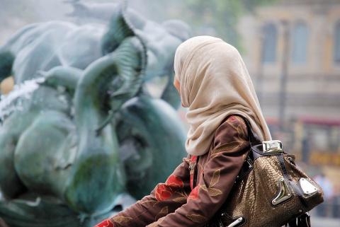 Фото с «равнодушной» мусульм…