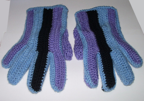 Перчатки из разных ниток