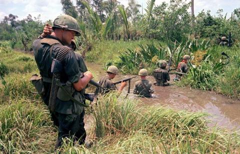 Пронзительные ретро фотографии, сделанные американскими военкорами во время войны во Вьетнаме  (Часть 2)