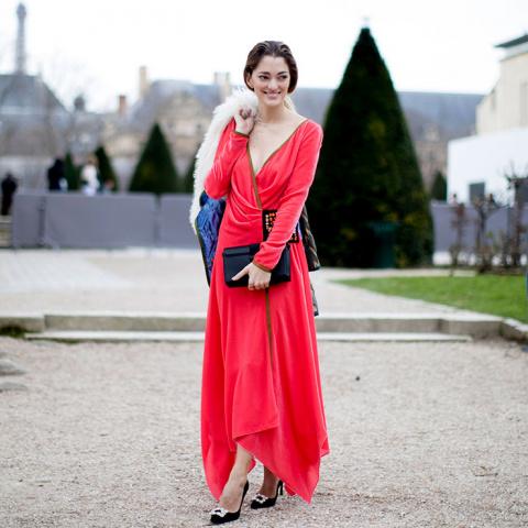В чем встречать Новый год: 15 платьев самого модного цвета сезона