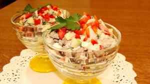 Вкусный салат с куриной пече…