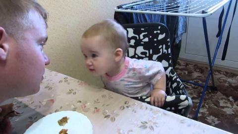 Малышка объясняет папе, что …