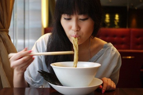 Предъявите ваши льготы: китайский ресторан предлагает скидки в зависимости от объема груди