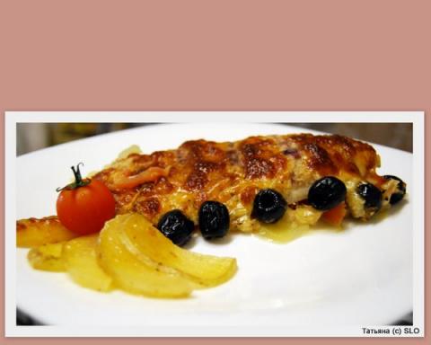 Пангасиус в йогурто-луковом маринаде, запеченный с молодым картофелем и маслинами. Фото-рецепт.