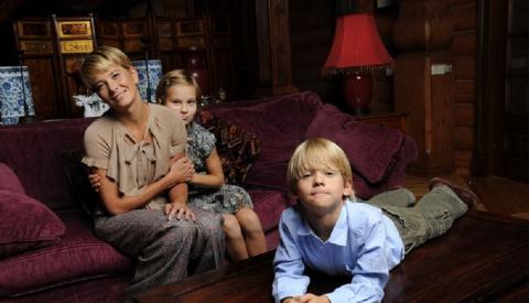 Дочка Юлии Высоцкой вышла из комы спустя 4 года