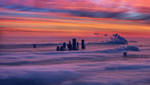 Москва под облаками со смотровой площадки Останкинской телебашни