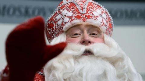 """Главному Деду Морозу страны пишут письма с просьбой дать """"самостоятельных, не затюканных"""" мужиков"""