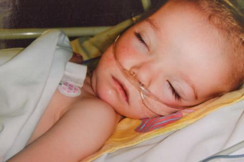Никогда не сдавайся! Девочка, на которой врачи ставили крест, жива и радует маму