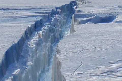От Антарктиды откололся кусо…