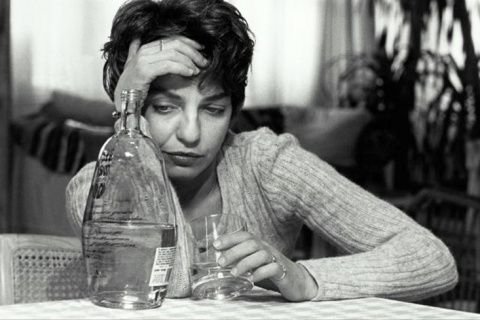 Почему женщины любят алкоголиков??