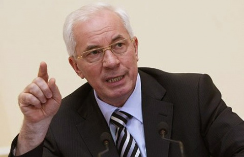 Азаров обвинил РФ в финансир…