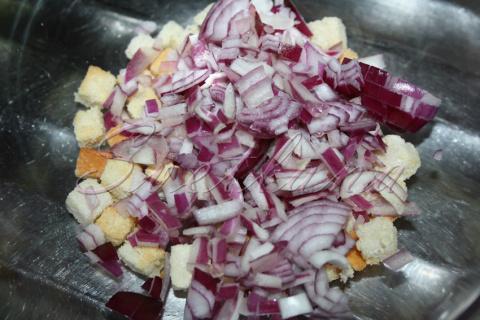 Салат с помидорами, в необычном сочетании ! (рецепт недели)