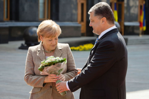 Меркель отчитала Порошенко и…