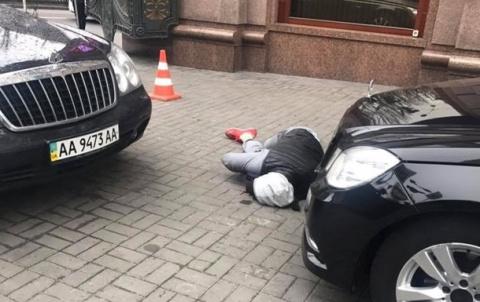 Первые секунды после убийства Вороненкова. Никому нет особого дела, все снимают видео