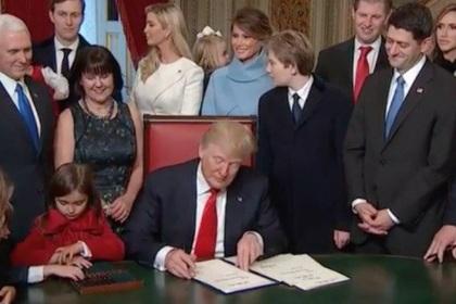 Трамп подписал первые указы …