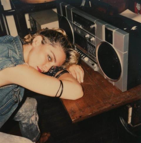 Мадонна, 1982 год. Но на фото это ещё  клубная певица Луиза Чикконе.