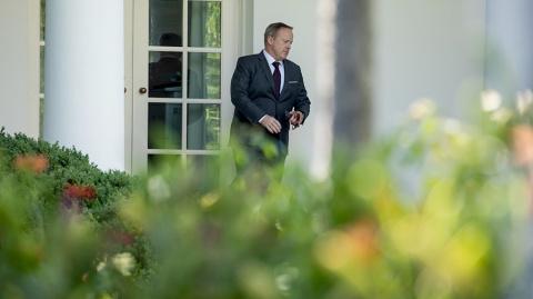 Спайсер покинул пост пресс-секретаря Белого дома