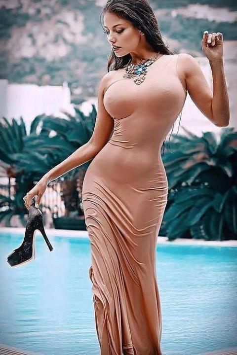 Красавицы в платьях (45 фото)