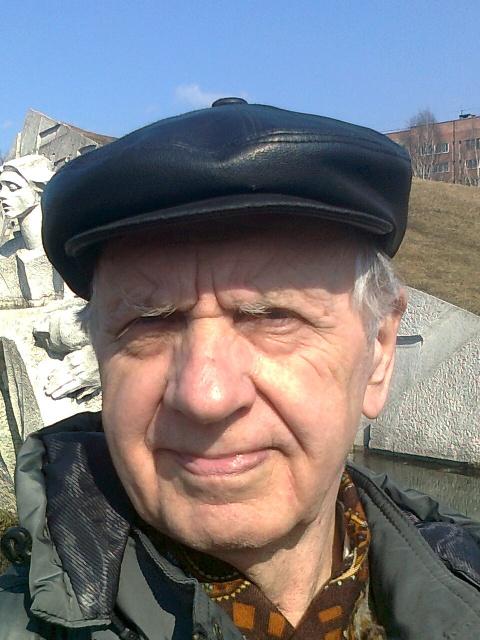 Арий Савельев