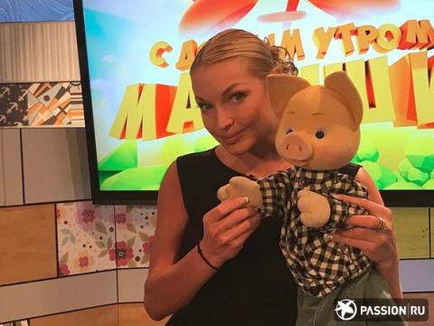Теперь и в детских передачах: Анастасия Волочкова с Филей, Хрюшей и Степашкой