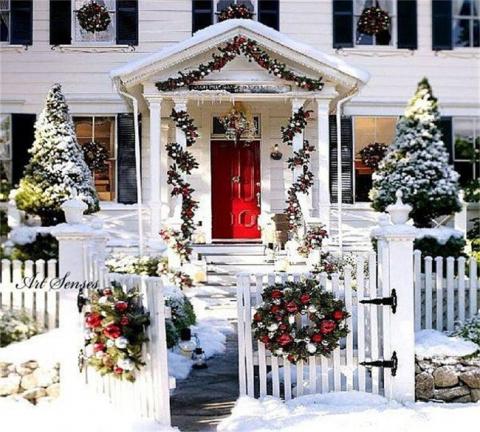 Украшение участка к Новому году: сказка во дворе