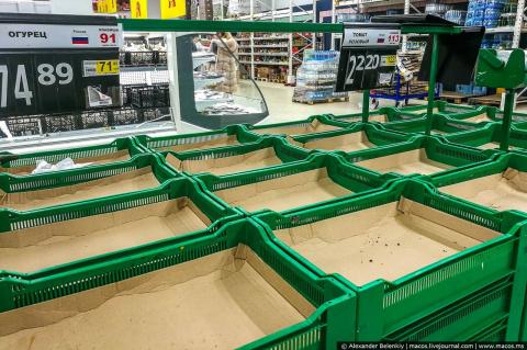 Крымчане доедают последние запасы, в магазинах дефицит, вот-вот введут карточную систему на хлеб и консервы!
