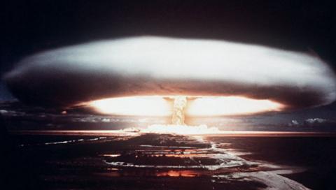 «Беги, дядь Сэм. В бомбоубежище…»
