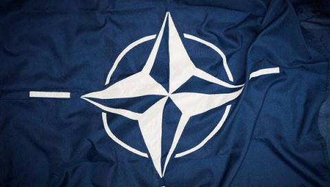 Кандидат на пост президента Франции обещал вывести страну из НАТО