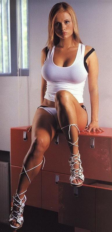 Первая эротическая фотосессия Анны Семенович. 2003 год.