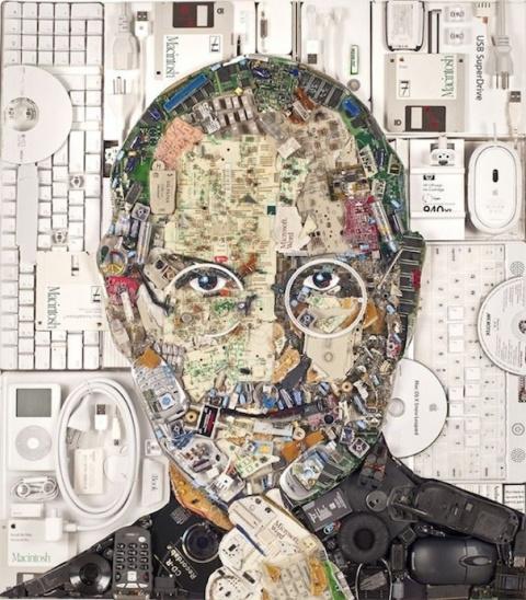 Портрет Стива Джобса из старых радиодеталей весит 9 килограмм