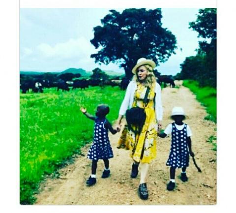 Мадонна впервые поделилась снимком со всеми своими детьми