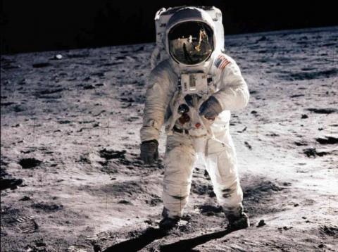 Астронавт Баз Олдрин о марсианских колониях и слухах про фальшивую высадку на Луну
