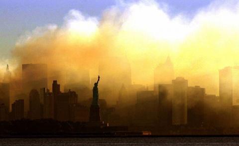 """В небе над Нью-Йорком """"взорв…"""