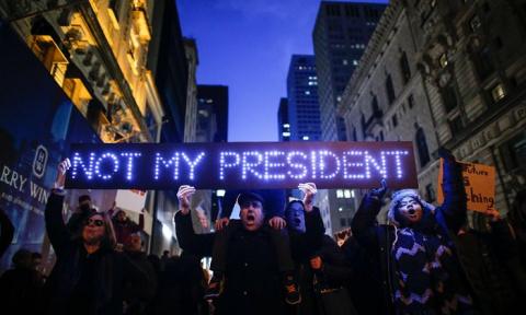 Протест против Трампа: Птичк…