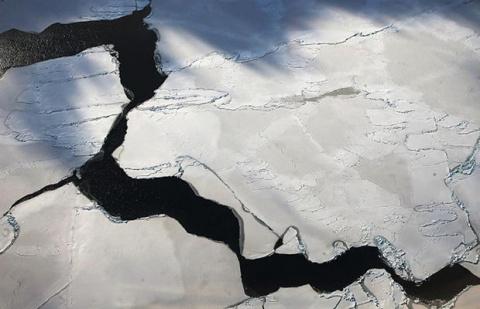 В Антарктиде появилась огромная дыра