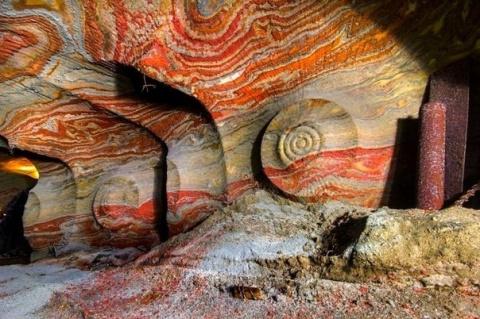 Психоделическая соляная пещера. Соликамск, Пермский край.
