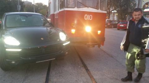 Каен поднял трамвай! И пьяного увезли с места ДТП!