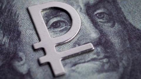 Рубль оказался сильнее: доллар не сможет обрушить валюту РФ
