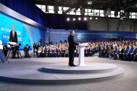 Россия – страна тысячелетняя, но не бабушка. У Путина, Собчак и Грудинина партийный день