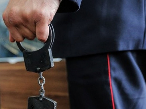 Сам себе бандит: Полицейский стал мафиози, чтобы раскрывать побольше преступлений