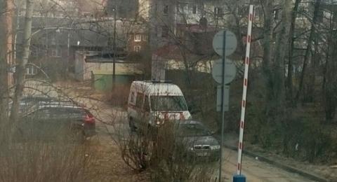 Автоледи заблокировала проезд скорой помощи в Петрозаводске
