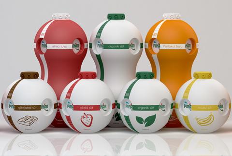 Пейте дети молоко и играйте в пустые упаковки