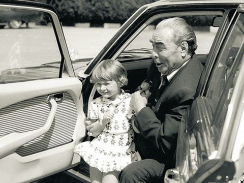 Внучка Брежнева при виде дочери сбежала из студии