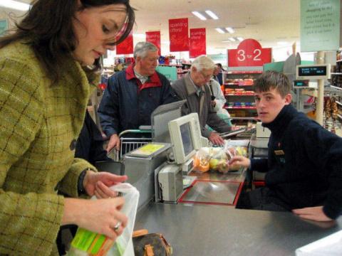 Дедуля пришел в супермаркет.…