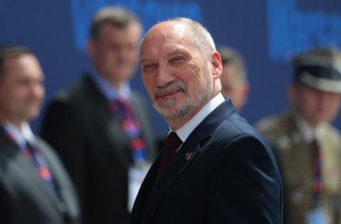 Глава Минобороны Польши связ…
